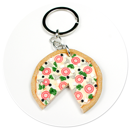 keyring with pizza