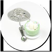 naszyjnik filiżanka z bitą śmietaną i słodyczami nr 2