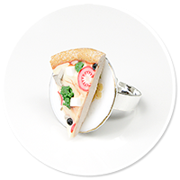 ring with pizza