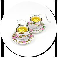 kolczyki filiżanki z herbatą