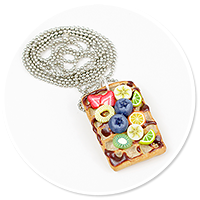 necklace waffel with fruits