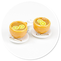 kolczyki pomarańczowe filiżanki z herbatą