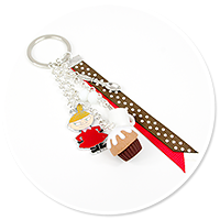 keyring with Little My and cupcake