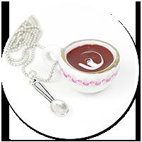 naszyjnik filiżanka z kawą
