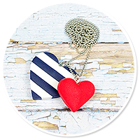 sailor's necklace with hearts
